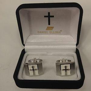MEN'S DANIEL & ELLISSA RELIGIOUS CUFF LINK.